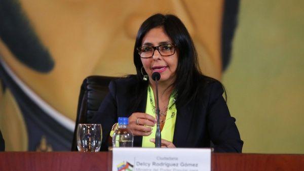Canciller venezolana llama a la oposición a dejar la violencia