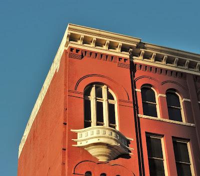 KIAM Building SW corner detail (2013 photo)