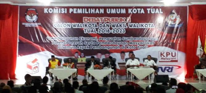 Komisi Pemilihan Umum (KPU) Kota Tual menggelar Debat Publik putaran Kedua pasangan Calon Walikota dan Wali Walikota Tual Tahun 2018  di Gedung LPTQ Tual, Senin (18/6).