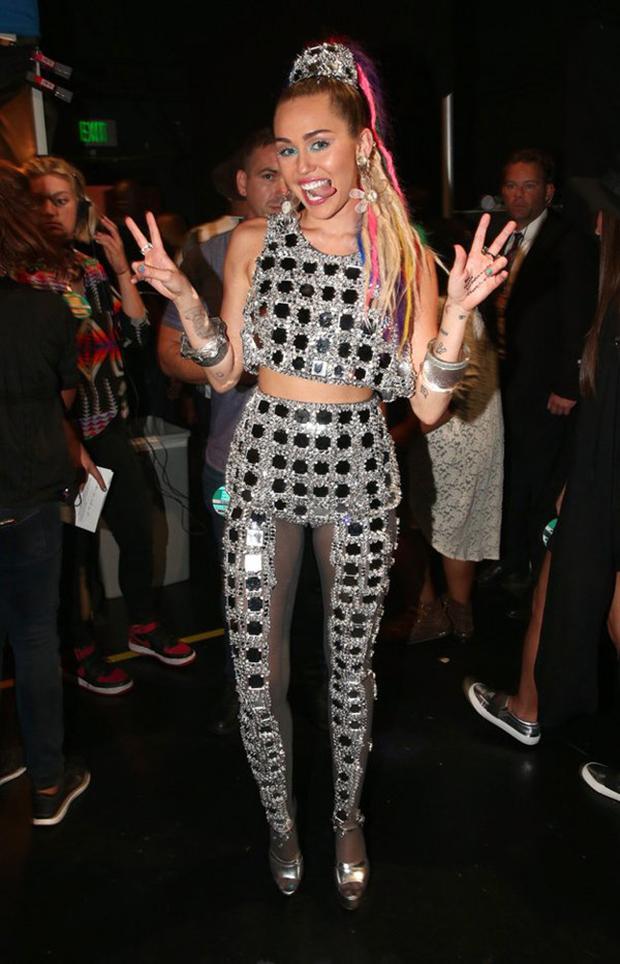 Miley Cyrus e suas roupas bizarras