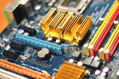 Sebenarnya apakah perbedaan antara UEFI dan BIOS Perbedaan UEFI dan BIOS