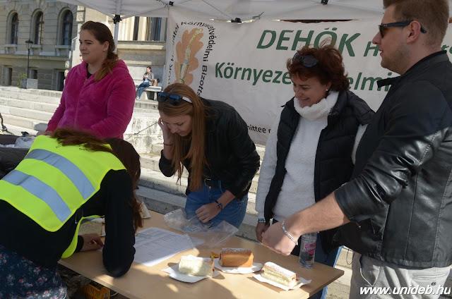 Minden UniBike munkába állt a Debreceni Egyetemen pénteken. Hallgatók és oktatók pattantak nyeregbe, hogy felhívják a figyelmet a környezetvédelemre.