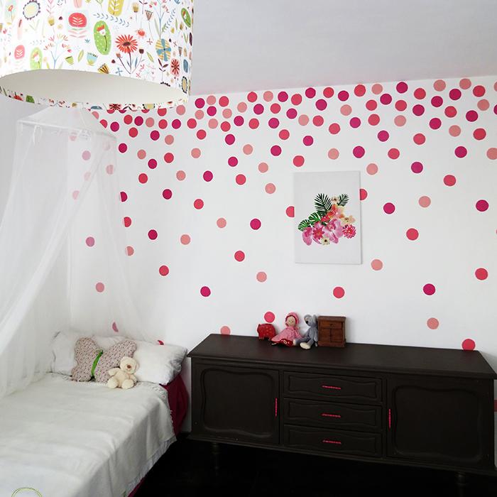http://www.ohohdeco.com/2016/02/polka-dot-wall.html