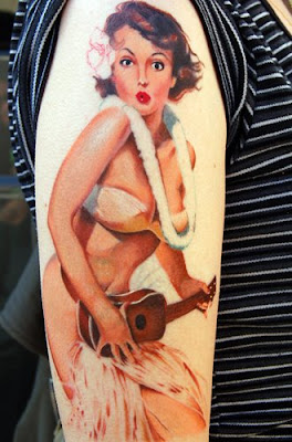 Tatuaje chica hawaiana pin up girl