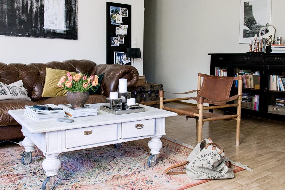 Olohuone sisustus, sisustaminen, koti, sisustus, nahkasohva, persoonallinen koti