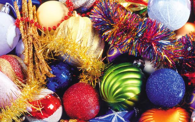 Kerst achtergrond met slingers en ballen