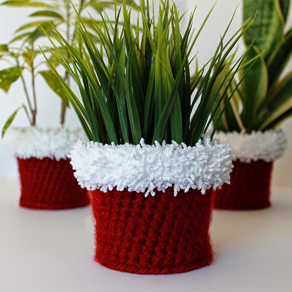 Holiday Crochet Planter Cover Pattern | The Inspired Wren
