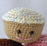 http://translate.google.es/translate?hl=es&sl=en&tl=es&u=http%3A%2F%2Fwww.instructables.com%2Fid%2FCrochet-an-Amigurumi-Cupcake%2F%3FALLSTEPS