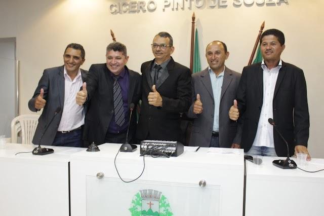 Em sessão conturbada, vereadores elegem Marco Celito como presidente do Legislativo Municipal