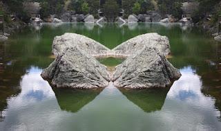 simetría, surreal, piedras, formas, rocas, agua, lago, laguna, alvar gonzalez, antonio machado,