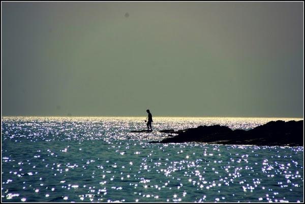 Bờ cát trắng phẳng lí, nước biển trong xanh đến tận đáy và những buổi bình minh lóng lánh trên mặt biển chính là tất cả những gì mà bãi biển Phú Yên có được.