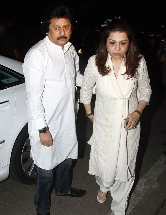 Pankaj Udhas, Farida, Pics from Condolence Meeting of Late Filmmaker Ravi Chopra