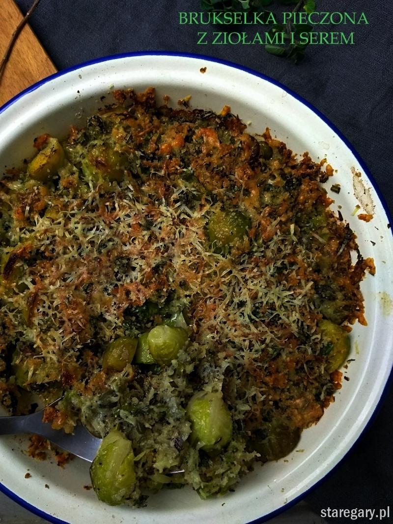 Brukselka pieczona z ziołami i serem