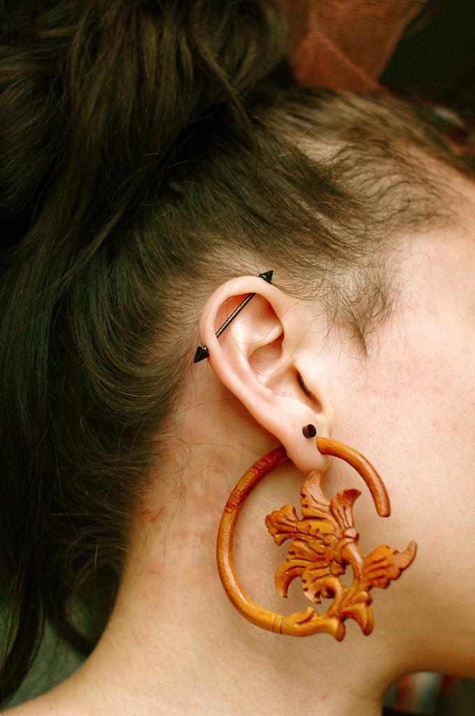 5th Avenue Goth Ear Stretching