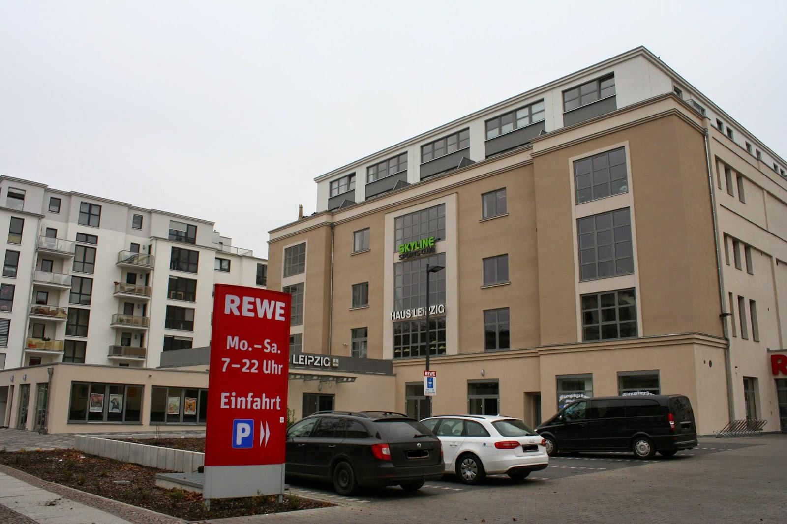 """Das Haus war nach Kriegsende schwer beschädigt und wurde instand gesetzt - mehrfach wurde das Gebäude umbenannt in Namen wie etwa """"Haus Antifa"""" oder auch Zentraler Klub der Jugend """"Artur Becker"""" bis es dann ab dem 1. Januar 1990 wieder """"Haus Leipzig"""" hieß und jetzt nach der kompletten Sanierung wieder in voller Pracht da steht"""