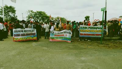 Ratusan Masyarakat Braja Gemilang Unjuk Rasa di Depan Kantor Bupati Lampung Timur