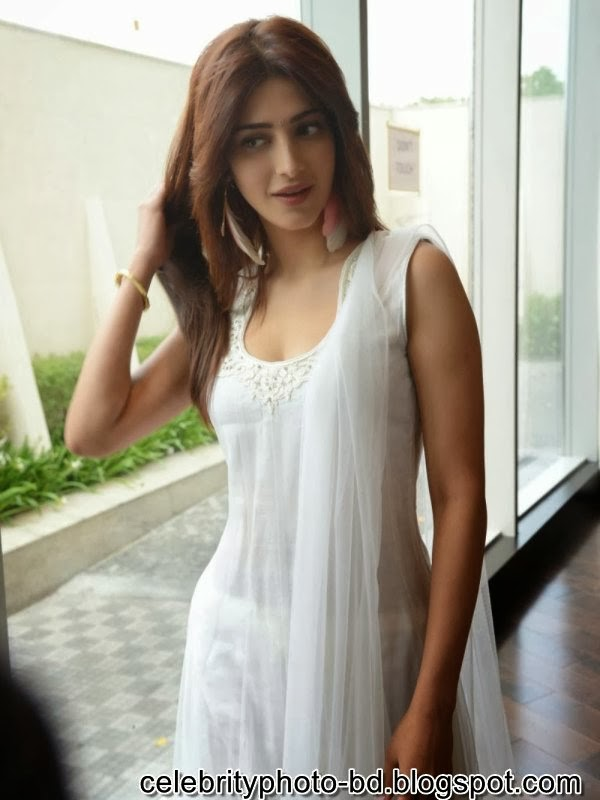 Shruthi Hassan Rare Unseen Hot And Sexy Latest HD photos