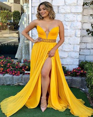 vestido amarillo largo con corte en la pierna elegante para fiesta