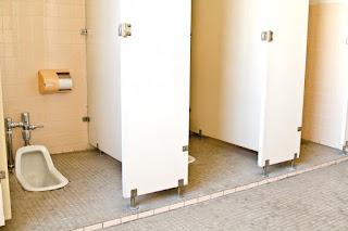 イメージとして、用務員の仕事場(学校のトイレ)を表示しています。
