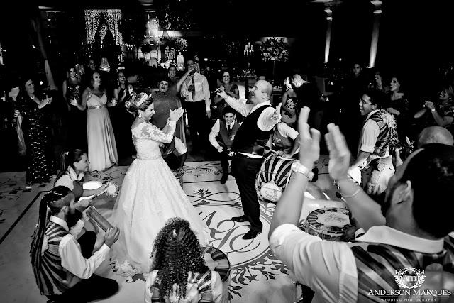 casamento clássico, casamento elegante, casamento chique, casamento real, decoração branca, tapete de espelho, passarela espelhada, casamento, cerimonia de casamento, anderson marques, dunia city hall, casarei em brasilia, casamento em brasilia, festa de casamento, escola de samba