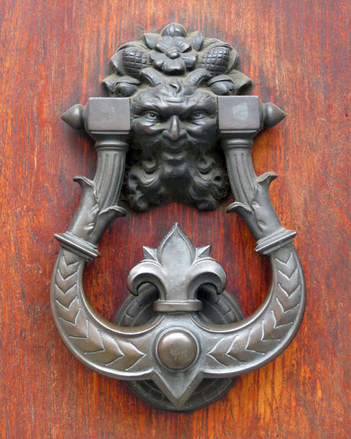 A door knocker, Via Magenta, Livorno