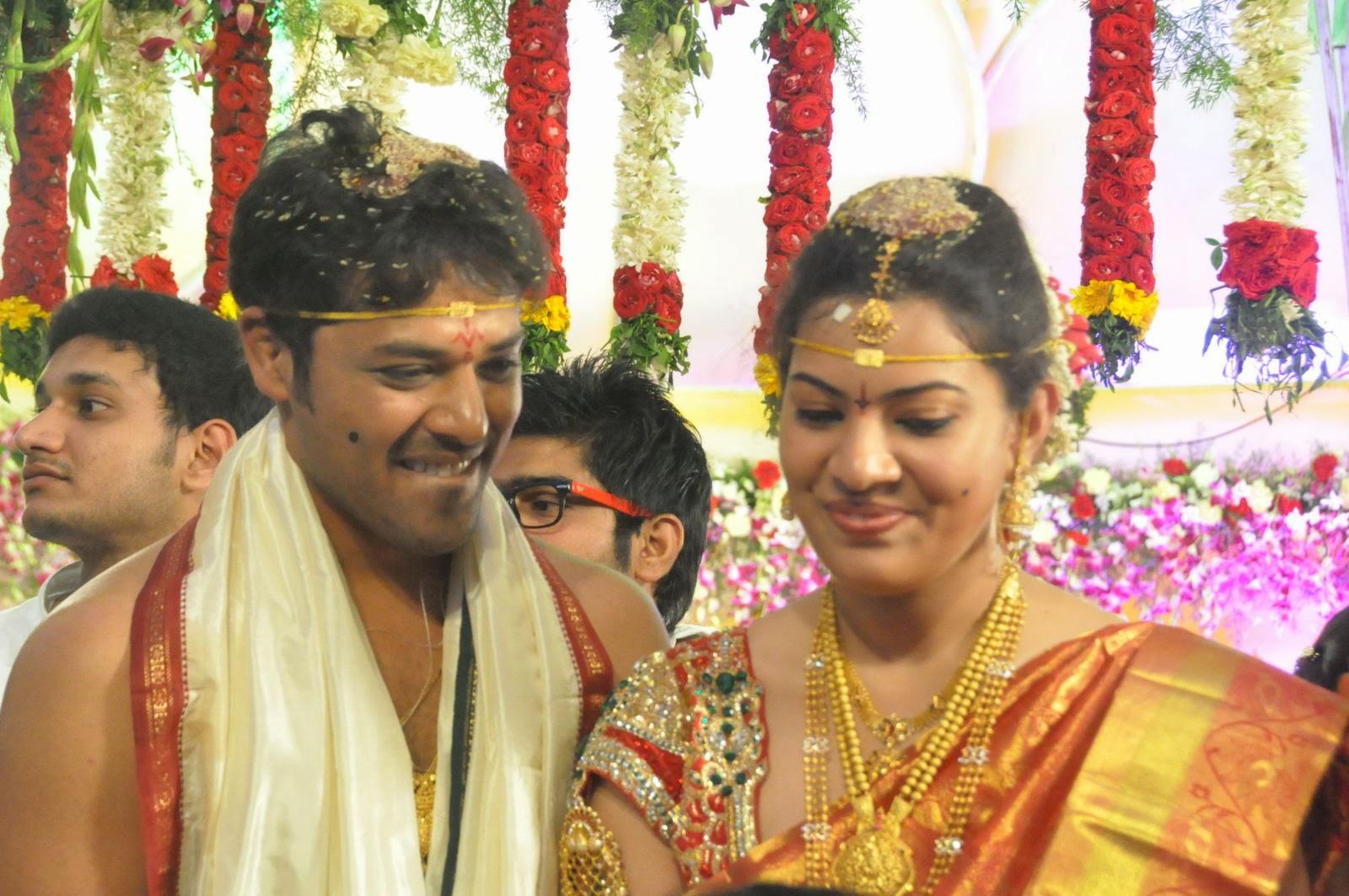 Cute Trendy Wallpapers Geetha Madhuri Marriage Photo Stills 2 Latest Movie