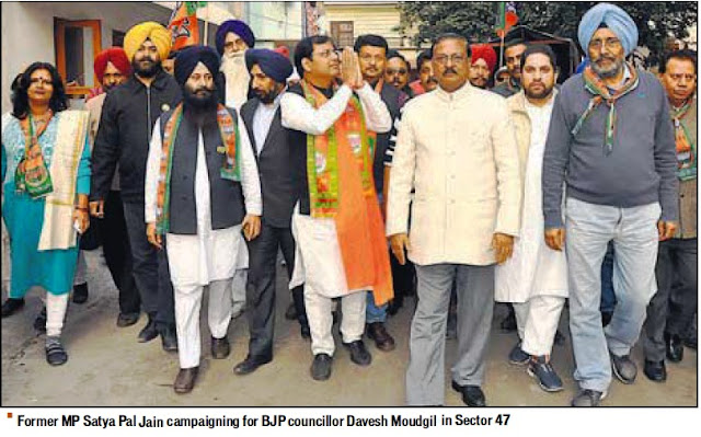 Former MP Satya Pal Jain campaigning for BJP councillor Davesh Moudgil in Sector 47