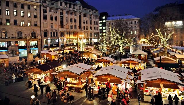 mercatini-di-natale-budapest-piazza-vorosmarty-poracci-in-viaggio
