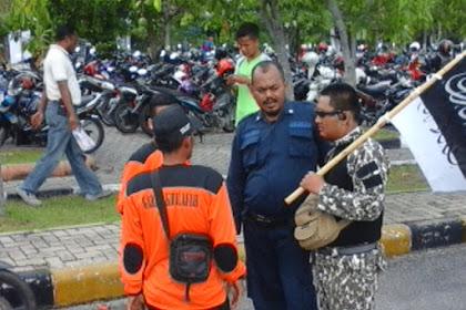 "Tak Seperti Banser, Rajut Ukhuwah, FPI Kawal Parade ""Masiroh Panji Rasulullah"" HTI Riau"