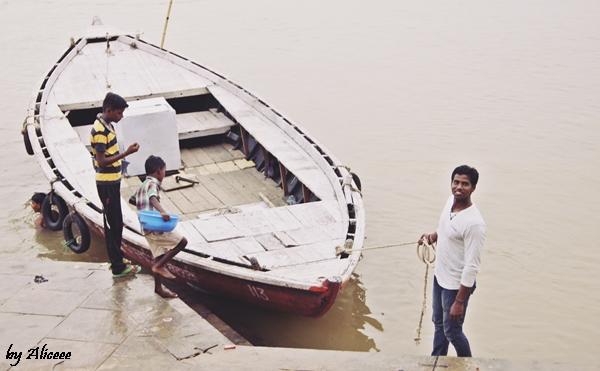 Varanasi-cu-barca-pe-Gange