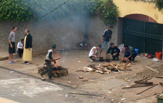 Eid el Kebir Maroko ogniska na ulicach