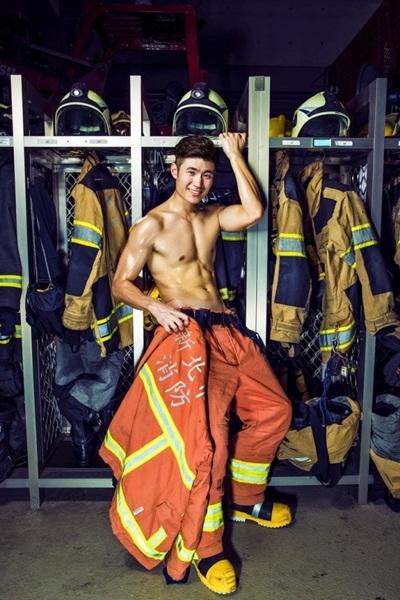 Wow Sedap Dipandang, Foto Kalender Para Pemadam Kebakaran Ini Viral