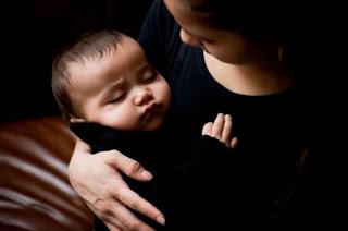 Hal Yang Harus Di Perhatikan Ketika Akan Menggendong Bayi