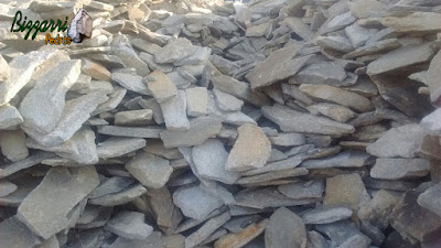 Chapas de pedra moledo, para construção de calçada de pedra, com espessura de 5 cm a 10 cm.