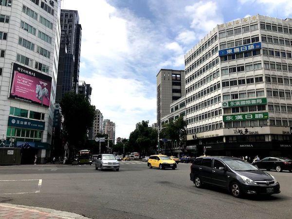 台北の街中・風景は「日本の地方都市」