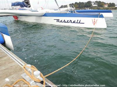 Maserati de Giovanni Soldini amarré à La Trinité sur Mer