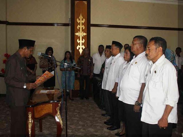 Mansur Tuharea Ambil Sumpah 5 Pejabat Kepala Desa di SBB