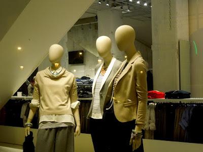 Vetrina abbigliamento donna Bari