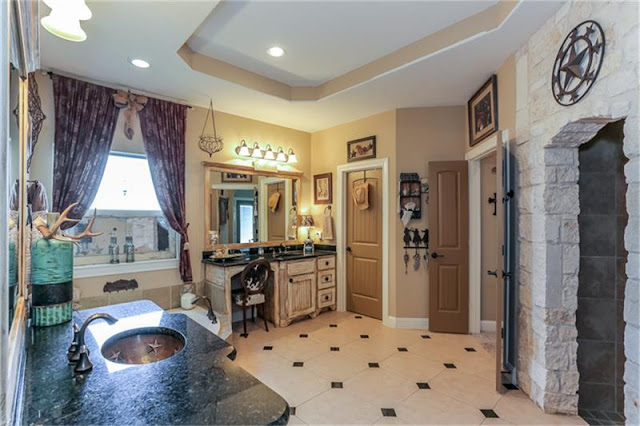 Master Bathroom-House Hunting-Texas Hill Country House- From My Front Porch To Yours