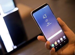 samsung galaxy s8 hand afp 1490869622503 - Samsung Galaxy S8 full Review and Price in Nigeria.