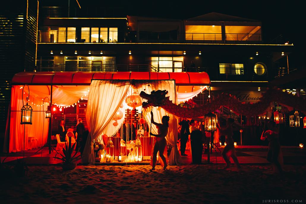 Kāzu svinības Light House Jurmala kāzu kleita balta sarkana ķīnas ceremonija