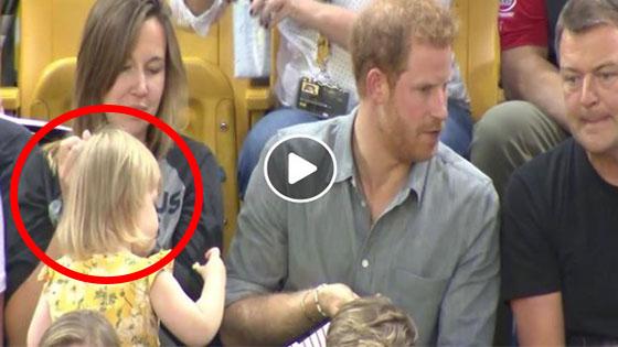 Budak Ini Mencuri Popcorn Dari Putera Harry Dan Reaksinya Buat Ramai Kagum