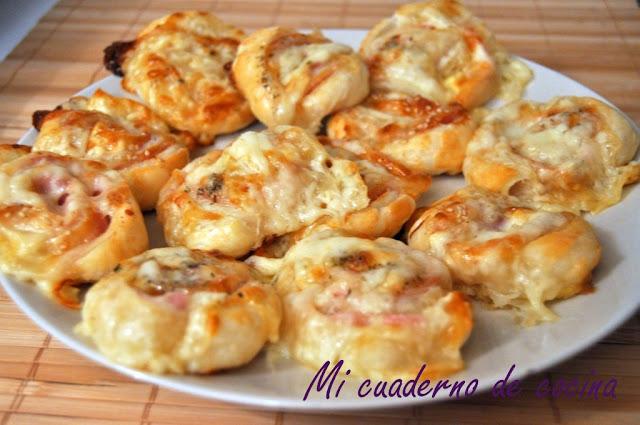 Espirales de hojaldre rellenas de jamón york y queso