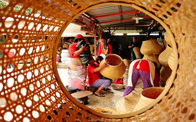 Aktifitas para ibu di Pabrik Tunggak Semi Malangan