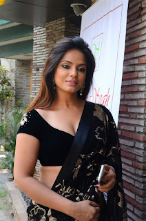 Neetu Chandra in Black Saree at Designer Sandhya Singh Store Launch Mumbai (46).jpg