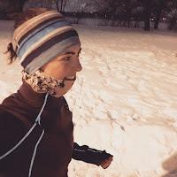 Coureuse, le soir, l'hiver, neige, parc de Montréal