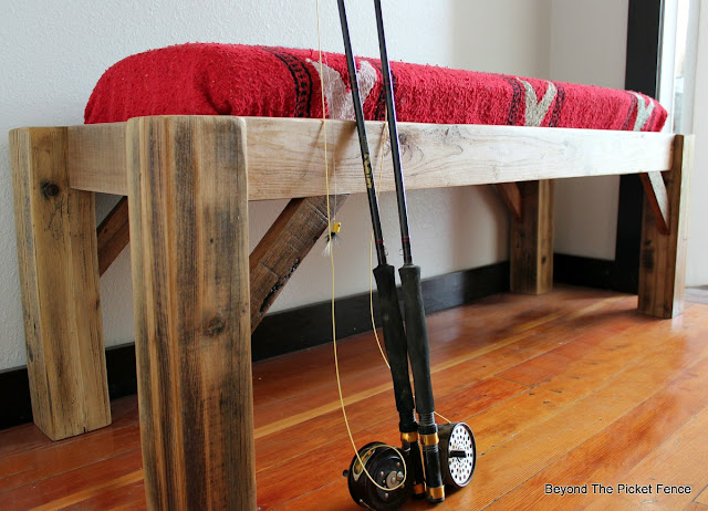 reclaimed fence and pallet boards make the perfect rustic bench