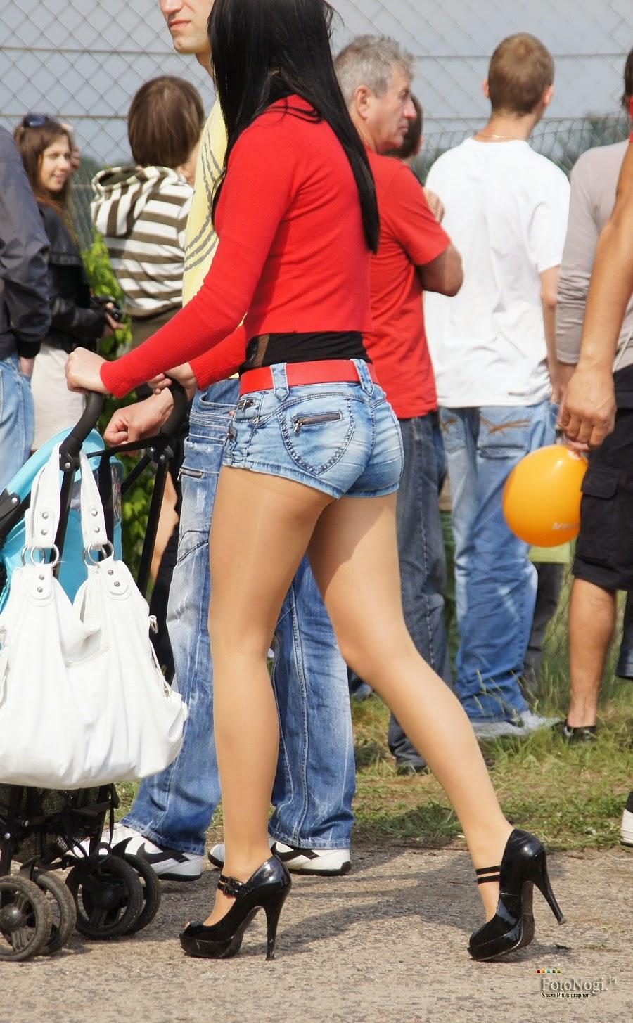 Unas ricas nalgas en minifalda y pantimedias - 1 part 3