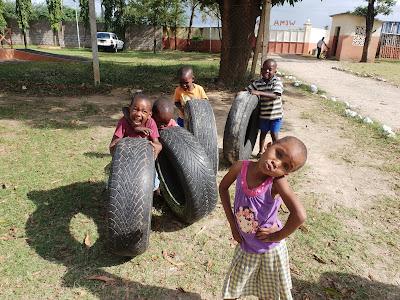 El proyecto acoge a niños y niñas de las calle y les ofrece educación