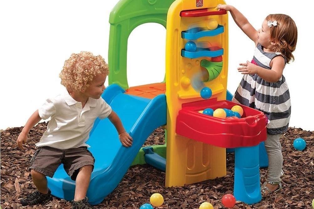 Los juguetes adecuados para acondicionar en tu jardín